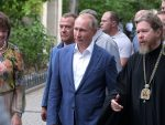 КИЈЕВ ПРОТЕСТУЈЕ: Путин у Севастопољу, на руској земљи