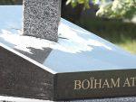 КИЈЕВ: Откривен споменик на којем мач пробија Русију