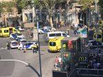 ТЕРОРИСТИЧКИ НАПАД У БАРСЕЛОНИ: Комби улетио у групу пјешака, 13 мртвих