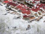 """""""ИРМА"""" СТИЖЕ НА ФЛОРИДУ: Евакуација и до 20 милиона људи"""