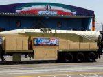 """У ДОМЕТУ И ИЗРАЕЛ: Иран на војној паради у Техерану показао балистичку ракету """"Корамшар"""" домета 2.000 километара"""