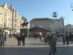 ЗАГРЕБ: Маскирани нападачи скинули црвену заставу са споменика
