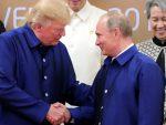 ТРЕНУТАК: Срдачан поздрав Трампа и Путина на маргинама самита у Вијетнаму