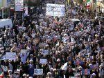 РТ: Спремни смо! – Десетине хиљада Иранаца изашло на улице у подршку властима