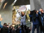 ТРАМП ПОДРЖАО ПРОТЕСТЕ: Иран, демонстранти напали станице полиције и војне базе