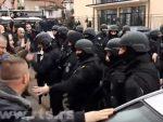 КОСОВСКА МИТРОВИЦА: Хаос на Косову, дуге цеви на улицама, има повређених, сирене у Митровици