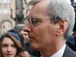 СЛИКА КОЈА ЈЕ ОБИШЛА СВЕТ: Овако британски амбасадор иде на рапорт код Руса (ВИДЕО)