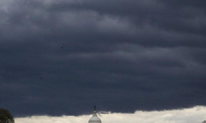 Торнада, олује и снажни ветрови харају Америком