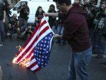"""""""АМЕРИКАНЦИ УБИЦЕ"""": Протест у Атини, горјела застава САД"""