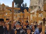 """""""ОЈ КОСОВО, КОСОВО"""" УЛИЦАМА ЈЕРУСАЛИМА: Вјерници пјевали носећи крстове (ВИДЕО)"""