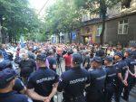 """БЕОГРАД: Радикали против """"Мирдите"""", покушали да пробију полицијски кордон"""