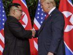 Историјски састанак у Сингапуру: Трамп и Ким потписују тајанствени документ