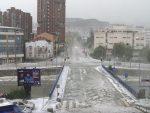 НЕВРЕМЕ У УЖИЦУ: Град обелео, потопљени аутомобили