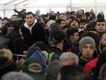 ДРАМА У ШПАНИЈИ: Стотине миграната наоружаних бацачима пламена пробило границу