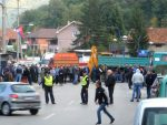 НАПЕТО НА СЕВЕРУ КОСОВА: Срби блокирали пут за Брњак