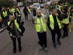 "ПАРИЗ НА НОГАМА: Демонстранти узвикују ,,диктатор Макрон"", жена погинула"