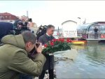СКАНДАЛ У ВУКОВАРУ: Окретали леђа док је Пуповац полагао венац вуковарским жртвама