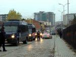 ДРАМА НА КОСОВУ: Косовска полиција трага за Миланом Радојчићем; Вучић се састао са амбасадорима Кине и Русије; Тачи пре десанта са Британцима