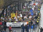 """400 САТИ ПРЕКОВРЕМЕНОГ РАДА: Хиљаде Мађара на улицама због """"ропског закона"""" о раду"""