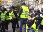 """""""Жути прслуци"""" не одустају: Ако Макрон не попусти, следи општа мобилизација"""