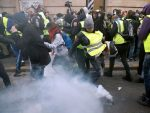 МАРШ ЖУТИХ ПРСЛУКА: Оклопна возила у центру Париза, полиција очекује насилне протесте