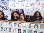 """СЕВЕРНА МИТРОВИЦА: """"Не изгладњујте нашу децу!"""" Жене с КиМ упутиле јаку поруку са протеста"""