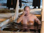 ПОДМОСКОВЉЕ: Путин и ове године на Богојављење заронио у ледену воду