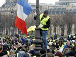 """ФРАНЦУСКА: Окршај полиције и """"жутих прслука"""" на улицама Париза"""