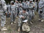 КОСОВО: НАТО војници испред Грачанице са сатанистичким поздравом