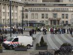 РАДОВАНА УПОРЕДИЛЕ СА ХИТЛЕРОМ: Инцидент у Хагу, Мајке Сребренице сукобиле се са полицијом