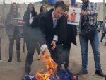 ЦРНА ГОРА: Милачић запалио НАТО заставу на дан бомбардовања Мурина
