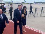 ПОСТРОЈЕНА И ГАРДА: Додик дочекан на аеродрому у Минску уз највише почасти