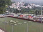 Скандал у Дубровнику: Клупице на фудбалском терену распоредили у облику — кукастог крста?!