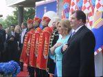 НЕ МОГУ БЕЗ ТОМПСОНА: Скандал на пријему Колинде Грабар-Китаровић пред владиком Порфиријем
