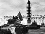 СЛАВЕ С АГРЕСОРОМ, ЗА РУСЕ НЕМА МЕСТА: Непријатељски гест Пољске према Русији којим је згазила и сопствену историју