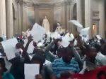ФРАНЦУСКА: Јуриш миграната на Пантеон, интервенисала полиција, Ле Пенова поручује: Ово је неприхватљиво!