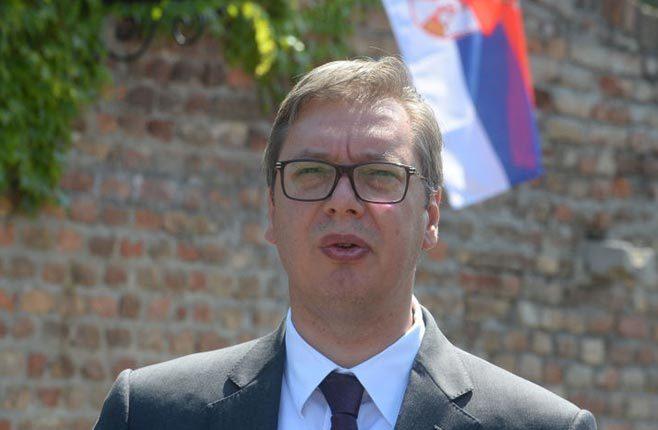 ВУЧИЋ БРИТАНСКОМ АМБАСАДОРУ: На чијим изборима је победио Kурти и чија је застава?