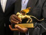 """ВЕНЕЦИЈА: Златни лав за """"Џокера"""""""