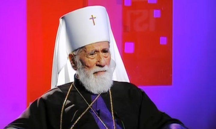 ХИТ НА ИНТЕРНЕТУ: Непризнати црногорски митрополит у првим редовима на модној ревији (видео)