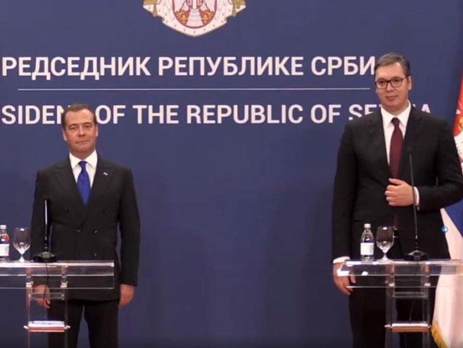 ДМИТРИЈ МЕДВЕДЕВ У БЕОГРАДУ: Српски и руски народ снага против фалсификовања историје