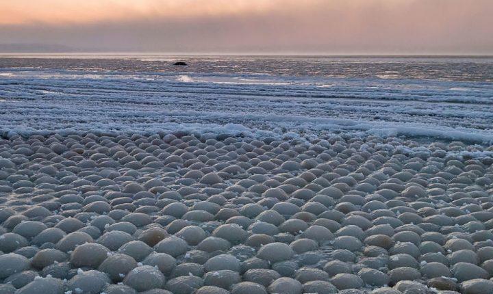 """""""Ледена јаја"""" насукана на финској обали запрепастила јавност"""