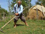 НЕЗАБОРАВЉЕНИ ЉУДИ (7): Миломир Јовановић 45 година једном руком храни породицу