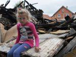 МАЛА ХАЈРУША НИЈЕ ЗАБОРАВИЛА: Пре три године девојчици је изгорела брвнара у којој је живела са баком, а онда су се јавили добри људи