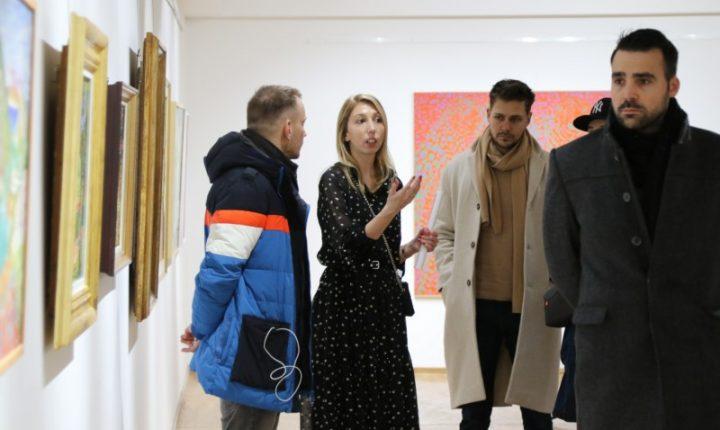 "АНДРИЋГРАД: Изложба радова ""Модерна"""