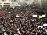 ЈЕНКИ ИДИТЕ КУЋИ: Стотине хиљада људи у Багдаду тражи одлазак Американаца из Ирака /видео/