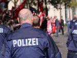 РЕВНОСНО ПОМАЖУ ПОЛИЦИЈИ: Немци пријављују рођаке који се приближe на мање од два метра