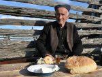 ДЕДА СРЕЋКО (94) НА ВАСКРС БИО НА ЛИТУРГИЈИ: У цркву сам ишао и за време рата и за време комуниста, па сам морао и сад!