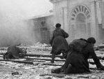 Рат против историје Другог светског рата: Удар на три фронта