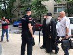 ЦРНА ГОРА: Митрополит Амфилохије у полицији, испред зграде свештеници и монахиње