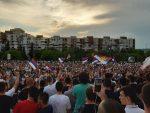 ПОДГОРИЦА ЈЕ ВИДОВДАНСКА ЗВИЈЕЗДА: На десетине хиљада грађана испред храма Христовог Васкресења